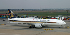 B777 | 9V-SVB | JNB | 20031120 (Wally.H) Tags: boeing 777 boeing777 b777 9vsvb singaporeairlines jnb faor johannesburg ortambo airport