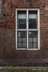 No bicycles please. (Ivan van Nek) Tags: bottelsteeg hoorn noordholland nederland aubgeenfietsen window bricks red decay nikon nikond7200 d7200 doorsandwindows ramenendeuren thenetherlands dieniederlande paysbas derailinator westfriesland mysteriousplacewithnoname