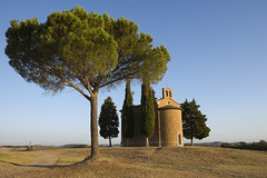 Vitaleta Chapel, San Quirico dâOrcia, Tuscany (d1939m) Tags: vitaletachapel sanquiricodâorcia tuscany sights landmarks church little small tiny pocket religion popular famous tourist tourism countryside valdorcia quintessential infamous classic italy andreadellarobbia worldheritagesite unesco siena saintquiricus iconic hills fields sunrise golden glow summer dry grass gladiator hidden isolated parish clearsky religous trees pine god madonna restore building