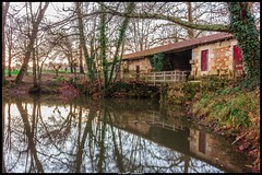 Le pavillon de chasse (Fotomaniak 53) Tags: eau cours chasse pavillon campagne aquitaine gironde canon 550d eos pose longue filtre nd fotomaniak53 automne 2018