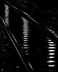 _DSC0892 -Rails (Le To) Tags: nikond5000 noiretblanc nerosubianco bw monochrome nuit rails lumière lignes