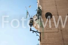 CentroPaese2174 (ercolegiardi) Tags: altreparolechiave bandiera castellism centropaese città dettagliedifici elementiarchitettonici esterno ie neve statua varie