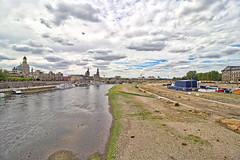 Dresden - Elbe mit Niedrigwasser (www.nbfotos.de) Tags: dresden elbe niedrigwasser fluss flussbett brühlscheterrasse altstadt königsufer elbufer filmnächte augustusbrücke wolken clouds sachsen