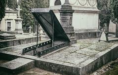 Cementerio Sacramental de San Isidro de Madrid (michael_hamburg69) Tags: madrid spanien spain españa espagne cemetery friedhof gottesacker sanisidro cementeriosacramentaldesanisidro cementerio gruft open grave tomb crypt