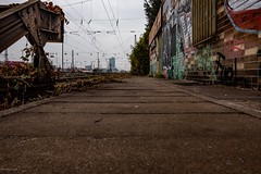 Lost Places... (hobbit68) Tags: ezb fujifilm xt2 bahnhof bahnstrecke bahngleise graffiti bock fenster gitter gitterstäbe lost lostplaces frankfurt oberleitung himmel sky clouds ☁️ wolken