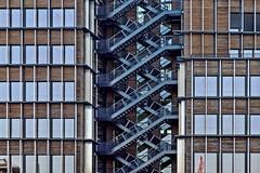 Escaliers croisés (Isa-belle33) Tags: architecture urban urbain city ville wall mur windows fenêtres stairs escaliers fujifilm bordeaux