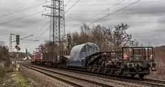 03_2019_01_16_Gelsenkirchen_Bismarck_6185_190_DB_mit_Schwerlasttransport_Uaais ➡️ Herne_Abzw_Crange (ruhrpott.sprinter) Tags: ruhrpott sprinter deutschland germany allmangne nrw ruhrgebiet gelsenkirchen lokomotive locomotives eisenbahn railroad rail zug train reisezug passenger güter cargo freight fret bismarck bottropsüd ctd captrain db hctor hhpi 0632 1266 1232 1261 6152 6185 6187 6241 class66 vtgch rb42 hochspannungsmast kraftwerk herne dorsten dortmund logo natur outdoor graffiti