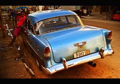 Azul con rosa (Harry Szpilmann) Tags: classic vintage blue car people portrait rose cuba streetphotography lahavane lahabana