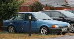 G28 BNO (Nivek.Old.Gold) Tags: 1990 ford escort 14 l 5door perrys