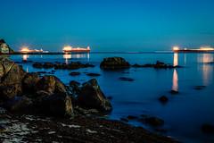 Esas tardes azules... (MTorresTortosa) Tags: algeciras cádiz estrecho largaexposición mar sea andalucía españa spain olas waves longexposure