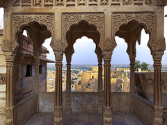 Royal Balcony at Jaisalmer Fort (shapeshift) Tags: in arch arches architecture asia balcony carvedstone cityfort columns davidpham davidphamsf documentary fort fortcity historic history india iphone iphonephoto iphonephotography iphonex iphonexphoto iphonexphotography jaisalmer livingfort rajasthan sandstone shapeshift shapeshiftnet silkroad silkroute southasia travel unesco unsecoworldheritage worldheritage