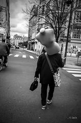le porteur (Jack_from_Paris) Tags: r0003385bw ricoh gr ricohgr apsc 28mm capture nx2 lr monochrom noiretblanc blackandwhite bw wide angle paris rue street porter mannequin dos monochrome