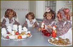 Kindergartenkinder ... Grüße aus der Backstube ... (Kindergartenkinder 2018) Tags: advent backen kindergartenkinder annemoni milina sanrike tivi