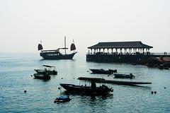 Aqua Luna docking in Stanley (Joachim Wuhrer) Tags: hongkong joachimwuhrer asia a7iii stanley holiday weekend hazy sel24105g sonya7iii sony streetphotography streetart winter
