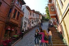 Merdivenli yokuşu / Anstieg mit Treppe (JB Fotofan) Tags: istanbul türkiye turkey türkei colorful bunt lumixfz1000 buildings gebäude houses häuser balat