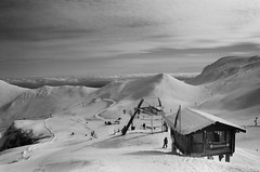 En Haut - Puy de Sancy, Auvergne (Ludovic Macioszczyk Photography) Tags: en haut puy de sancy auvergne nikon fm 135 kodak tmax 400 iso février 2019 © ludovic macioszczyk neige snow black white noir et blanc monochrome contrastes life light outside extérieur mm tag world monde earth asa film pellicule flickr argentique analog lumière grain photo 35mm photography