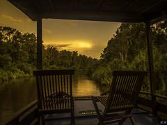 Coucher de soleil sur la rivière pour cloturer la sèrie Bornèo (imagene74) Tags: indonèsie jungle bornèo rivière bateau soleil soir