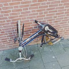 Twee bijeenkomsten gehad over de circulaire economie deze week. En dan dumpt iemand dit achter je garage. #jammer