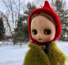 Braving the cold (Foxy Belle) Tags: doll snow winter dainy meadow blythe middie outside cold hat pixie red shawl