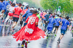 LD4_9764 (晴雨初霽) Tags: shanghai marathon race run sports photography photo nikon d4s dslr camera lens people china weekend november 2018 thousands city downtown town road street daytime rain staff