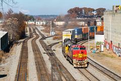 Warbonnet at Howell (Kyle Yunker) Tags: csx bnsf santa fe warbonnet howell interlocking intermodal train ge general electric b408w signals atlanta