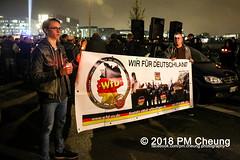 """Rechter Aufmarsch von """"Wir für Deutschland (WfD)"""" und antifaschistische Gegenproteste – 09.11.2018 – Berlin - IMG_9139 (PM Cheung) Tags: wirfürdeutschlandwfd trauermarschfürdieopfervonpolitik antifa gegenprotest berlinmitte demonstration verbot andreasgeisel novemberpogrome 09112018 regierungsviertel tiergarten hauptbahnhofberlin neonazis afd rechtspopulisten berlingegennazis 80jahrestagreichspogromnacht wfdaufmarsch auchnach80jahren–keinvergessenkeinvergeben reclaimclubculture faschismuswegbeamen polizei pmcheung demo protest kundgebung 2018 protestfotografie pomengcheung mengcheungpodemo antifaschisten b0911 wwwpmcheungcom rechtsruck berlinerbündnisgegenrecht lichtangegennazis facebookcompmcheungphotography"""