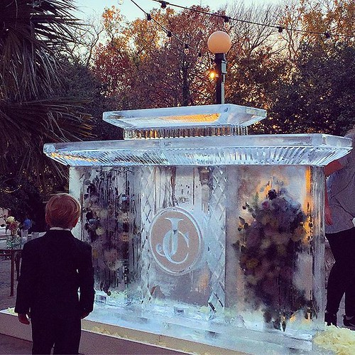 We were thrilled how this seafood #icebar collaboration turned out for a #wedding @contemporaryatx this weekend! Shout out to @stemsofatx for the gorgeous florals @mmhaustin for hooking up some deliciousness @pinkcpaperco with the monogram design and of c