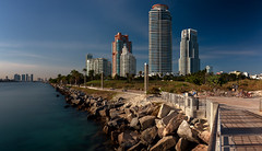 South Pointe, Miami (reinaroundtheglobe) Tags: miami modernarchitecture architecture florida waterfront water longexposure sunshine daytime nopeople bluesky buildings residentialbuildings