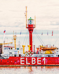 Elbe 1 (joern_ribu) Tags: elbe wasser schiff see signal rot sea ship boat river fluss nordsee read water