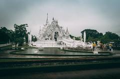 THAILAND TOUR - Day #5 Wat Rong Khun (White Temple) e ritorno a Chang Mai 27 Maggio 2017 - Mentre spunta di nuovo il sole in Thailandia, noi ripartiamo per un nuovo giorno di esplorazione. Sveglia di buon mattino, partenza da Chang Rai con arrivo a Chang (Maurin_S) Tags: travel pentax iphone thailand chiang mai rai spring 2017 mountain rainy photoblog travelblog