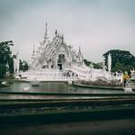 THAILAND TOUR - Day #5 Wat Rong Khun (White Temple) e ritorno a Chang Mai 27 Maggio 2017 - Mentre spunta di nuovo il sole in Thailandia, noi ripartiamo per un nuovo giorno di esplorazione. Sveglia di buon mattino, partenza da Chang Rai con arrivo a Chang thumbnail
