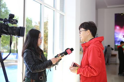 张家港电视台采访福前实验小学校长卞向飞