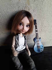 Ragnar Sanders (Lunalila1) Tags: doll groove taeyang fc oaak custo custom sutura workshop handmade outfit lunalilaclothes clothes nunoya bcn fabric music guitar ragnar sanders enokland pennywisetown pennywise 16 scale