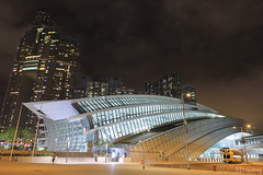 Hong Kong West Kowloon Station (tomosang R32m) Tags: 西九龍高鐵站 天空走廊 維港夜景 西九龍 港鐵 尖沙咀 柯士甸站 觀景台 中環 綠化空間 緑化空間 西九龍駅 展望台 hongkongwestkowloonstation greenplaza highspeedrail station hongkong westkowloon train tsimshatsui central victoriaharbour architecture 維多利亞港 夜景 yakei night 香港 九龍 kowloon austin