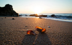 Strandgut ... [Black Sea] (Sven Deigl Nürnberg) Tags: samsung nx30 strand meer wasser sand felsen muscheln sonnenaufgang schwarzes