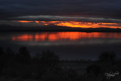 Solstizio d'inverno (luc.feliziani) Tags: lake sunset solstis cloud water sky red orange blu trees umbria trasimeno peace colors moutains nature reflets rouge sun shadow darkness