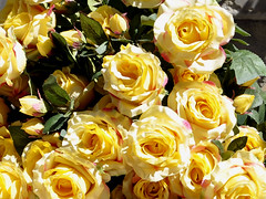 Flowers. (robárt shake) Tags: yellow roses flowers blumen rosen gelb gardening garten nature plant pflanzen kunstblumen dekoration sale offer selling buying product artikel verkaufsartikel verkaufsprodukt commercial