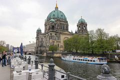 Berlín_0499 (Joanbrebo) Tags: berlinerdom church esglèsia iglesia eglise catedral museumsinsel berlin de deutschland rio river riu canoneos80d eosd autofocus boat vaixell barco efs1018mmf4556isstm