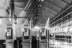 Madrid (michael_hamburg69) Tags: madrid comunidaddemadrid spanien es spain españa espagne flughafen airport madridbarajas adolfosuárezaeropuerto adolfo suárez mad terminal architecture architektur terminal4 telefon telephone