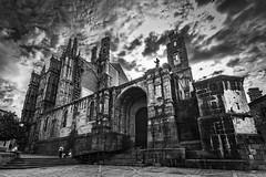 Vértigo (Jaime A Ballestero) Tags: jaimea plasencia catedral bn picado cielo uga perspectiva