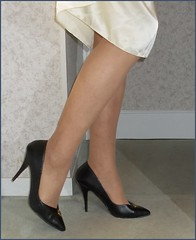 2018 - 08 - 25 - Karoll  - 126 (Karoll le bihan) Tags: escarpins shoes stilettos heels chaussures pumps schuhe stöckelschuh pantyhose highheel collants bas strumpfhosen talonshauts highheels stockings tights