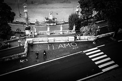 a short story about love in Rome (ignacy50.pl) Tags: citylife city roma italy blackandwhite reportage streetphotography birdseyeview travel sign