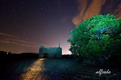 SENDERO ILUMINADO  !!! (alfredo2057) Tags: alfredo azul arbol vegetacion noche nikon luz largaexposicion lineas linterna navarra nocturna nubes planta otoño color cielo estrellas campo casa