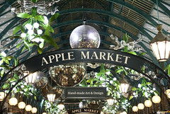 Covent Garden (ChiralJon) Tags: apple market covent garden tourism photography london londres londyn londra tourisme 伦敦 観光 ロンドン turismo