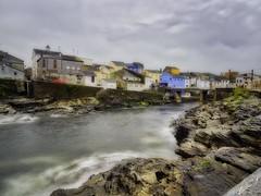 Villa marinera (la_magia) Tags: mar rocas pueblo puente casas restaurantes marina rinlo lugo galicia casasdecolores nubes españa turismo vacaciones