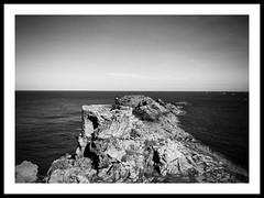 Saint Lunaire (G.Billon) Tags: 1122018 landscape seascape horizon ledécolé breizhmabro breizh bzh bretagne îleetvilaine blackandwhite noiretblanc bw cameraphone iphoneography iphone saintlunaire gbillon