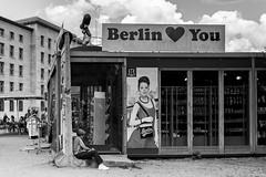 berlin loves you (99streetstylez) Tags: berlin street streetphotography 99streetstylez 6d canon 40mm people monochrome