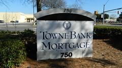 TowneBank Mortgage sign (closed) (RetailByRyan95) Tags: townebankmortgage townebank monarchbank sign abandoned closed dead empty former old vacant chesapeake va virginia