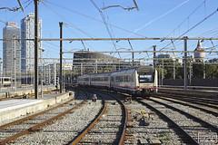 Arribant a EdF (Escursso) Tags: renfe media distancia barcelona catalunya spain tren train railway ferrocarril estaciódefrança adif 448 s448 mitsubishi caf