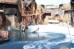"Universal Studios Waterworld Attraction • <a style=""font-size:0.8em;"" href=""http://www.flickr.com/photos/28558260@N04/31239595117/"" target=""_blank"">View on Flickr</a>"